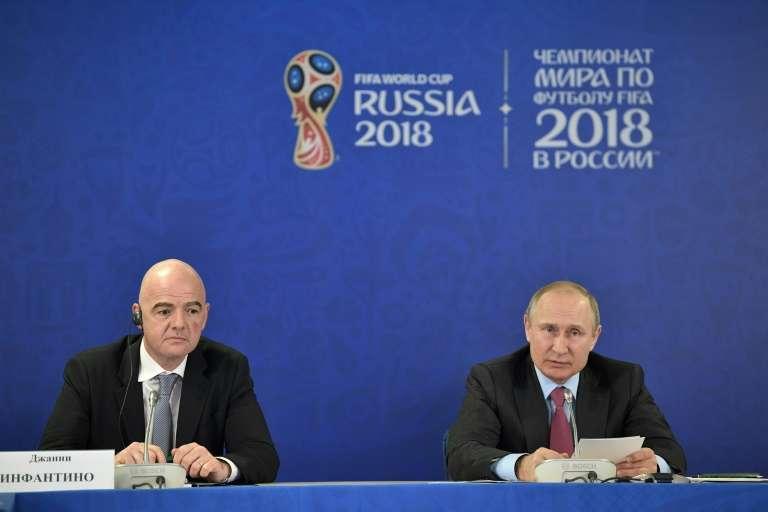 """""""Vous êtes en train de travailler pour faire de cette Coupe du monde la meilleure Coupe du monde de l'histoire"""", a déclaré M. Infantino lors d'une rencontre avec le dirigeant russe à Sotchi, sur les bords de la mer Noire. (crédit photo : AFP)"""