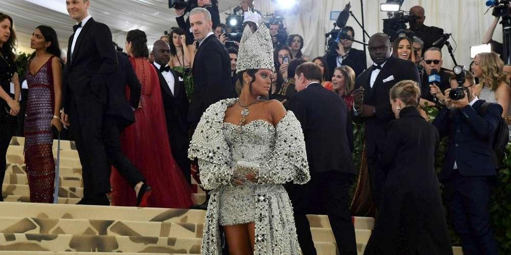 Les plus grandes célébrités du moment ont joué avec l'imagerie catholique lors du gala du Met, événement mondain de l'année à New York. (crédit photo : AFP)