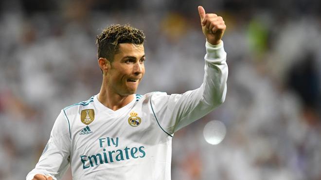 24 heures après avoir mis en doute son avenir à Madrid, l'Espagne du football respire lundi matin après le changement de ton de la star du Real Madrid, Cristiano Ronaldo, qui s'est adressé aux supporters dimanche soir. (crédit photo : AFP)