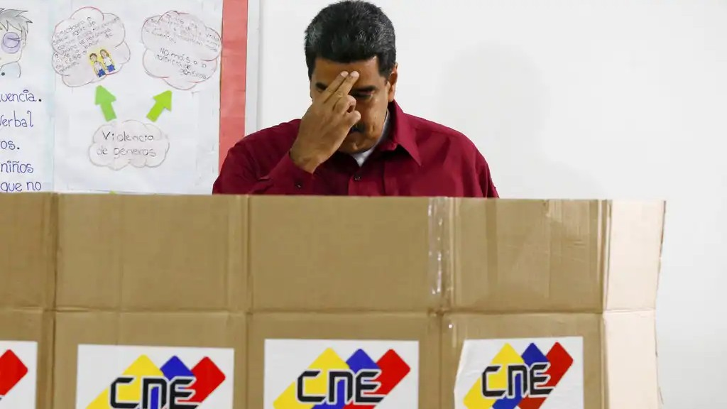 Venezuela's President Nicolas Maduro crosses himself before voting in presidential elections in Caracas, Venezuela, Sunday, May 20, 2018. (AP Photo/Ariana Cubillos)