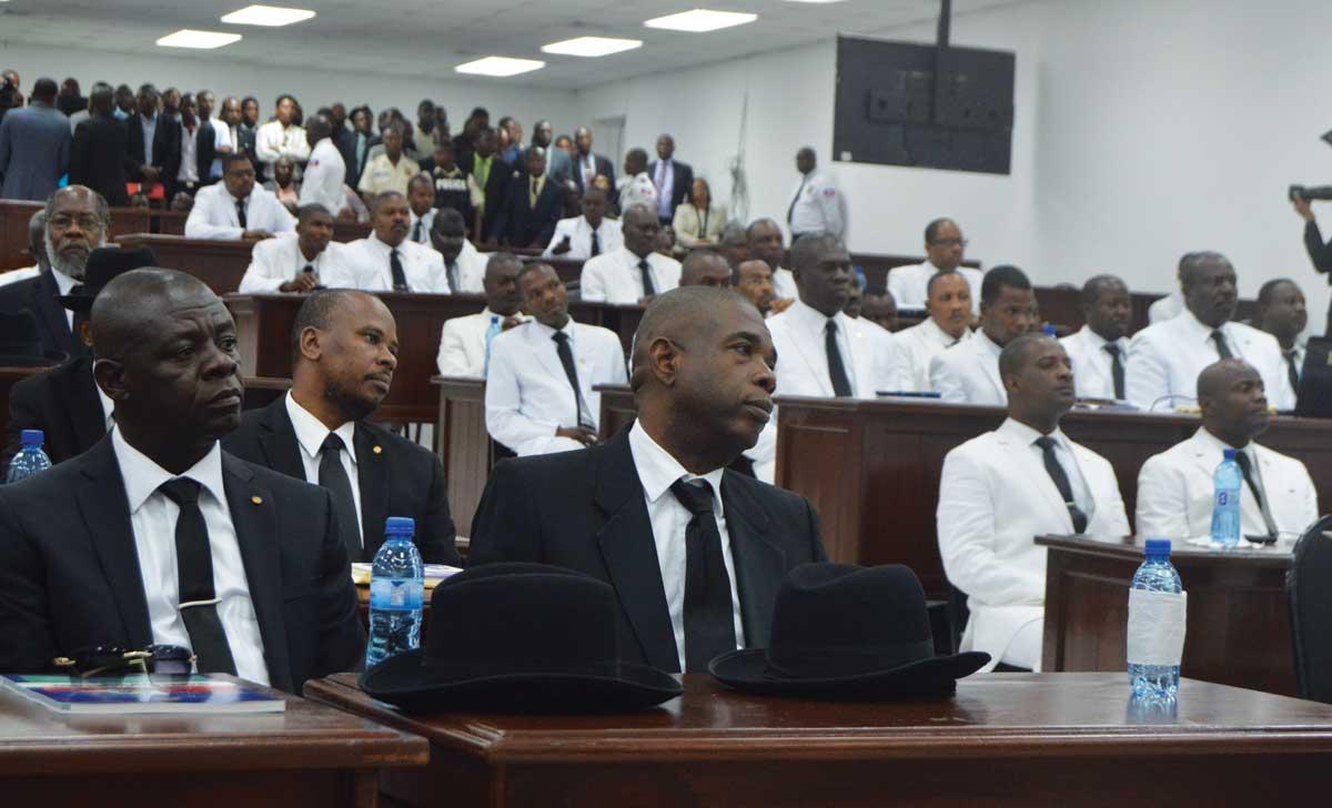 Sénateurs (noir) et Députés (blanc) à l'ouverture de la première session ordinaire de l'année législative 2018, lundi 8 janvier. Photo : Négritude Fm