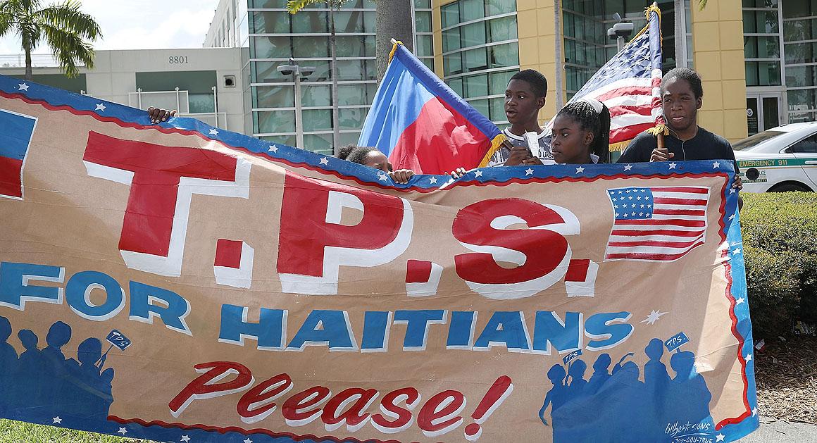 Des haïtiens manifestent pour le renouvellement du TPS aux USA. Photo: Politico.
