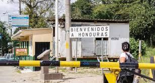 18 Haïtiens, dont 8 enfants, viennent d'être capturés par les autorités honduriennes à la frontière entre le Honduras et le Guatemala à Guasaule. Photo: Diario Libre