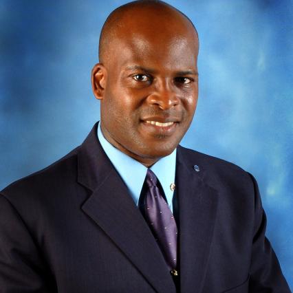 Ministre barbadien de l'Intérieur, Edmund Hinkson