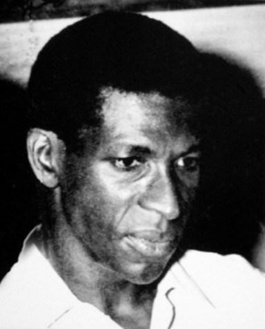 """Jacques Stephen Alexis, écrivain et intellectuel engagé, probablement assassiné en avril 1961 à 39 ans, est devenu mercredi le premier lauréat du prix Jean d'Ormesson pour son chef d'œuvre """"L'espace d'un cillement"""" (Gallimard/L'imaginaire). (Crédit photo : AFP)"""