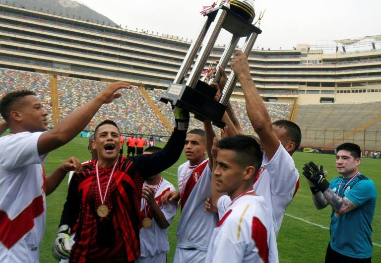les matchs de la phase initiale ont été disputés dans les cours de chaque prison, la finale a elle été organisée sur un véritable terrain de football: le Stade monumental de Lima, avec une capacité pour 60.000 spectateurs. (Crédit photo : AFP)