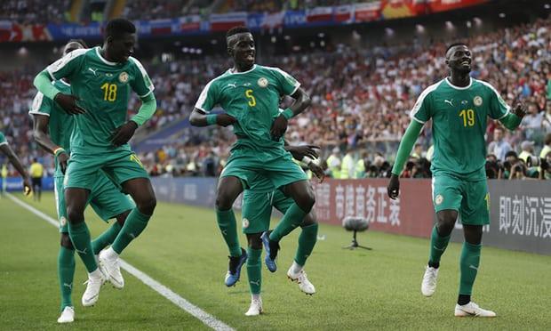 Les sénégalais célébrant leur but. Photo de The Guardian