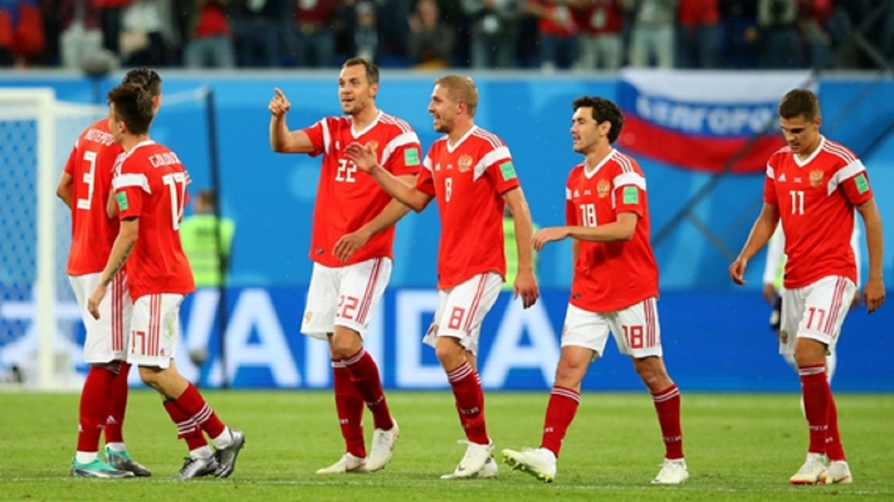 Russia celebrate against Egypt.