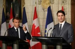 AFP / ludovic MARIN  Le président français Emmanuel Macron et le Premier ministre canadien Justin Trudeau promettent de faire front commun contre Donald Trump au G7