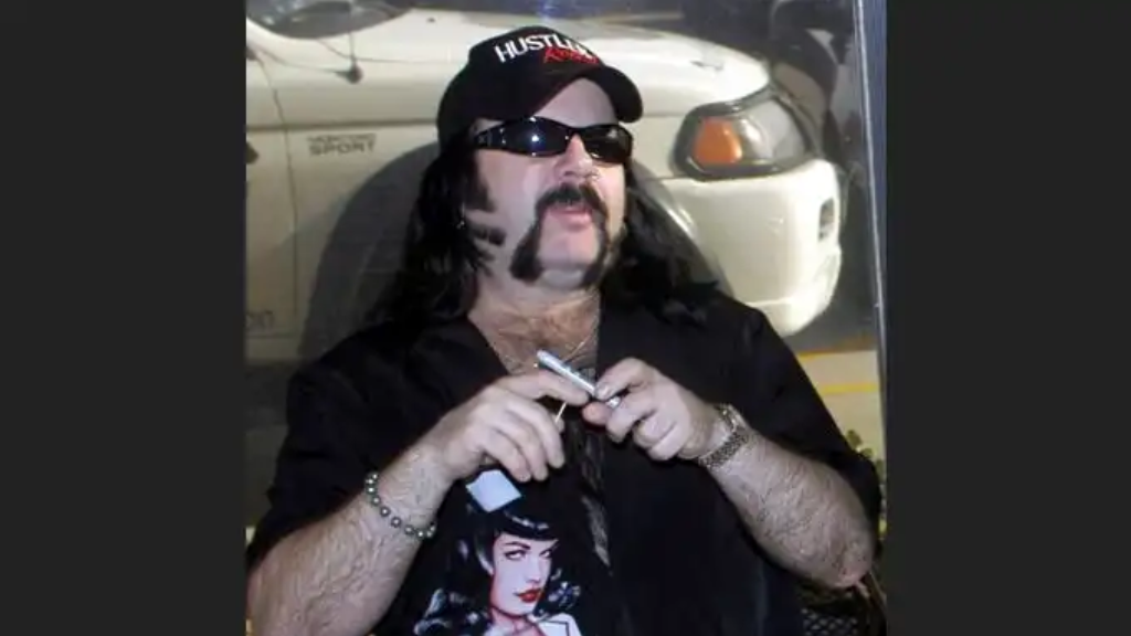FILE - In this May 20, 2004 file photo shows Vinnie Paul Abbott in Amarillo, Texas. (AP Photo/Ralph Duke, File)