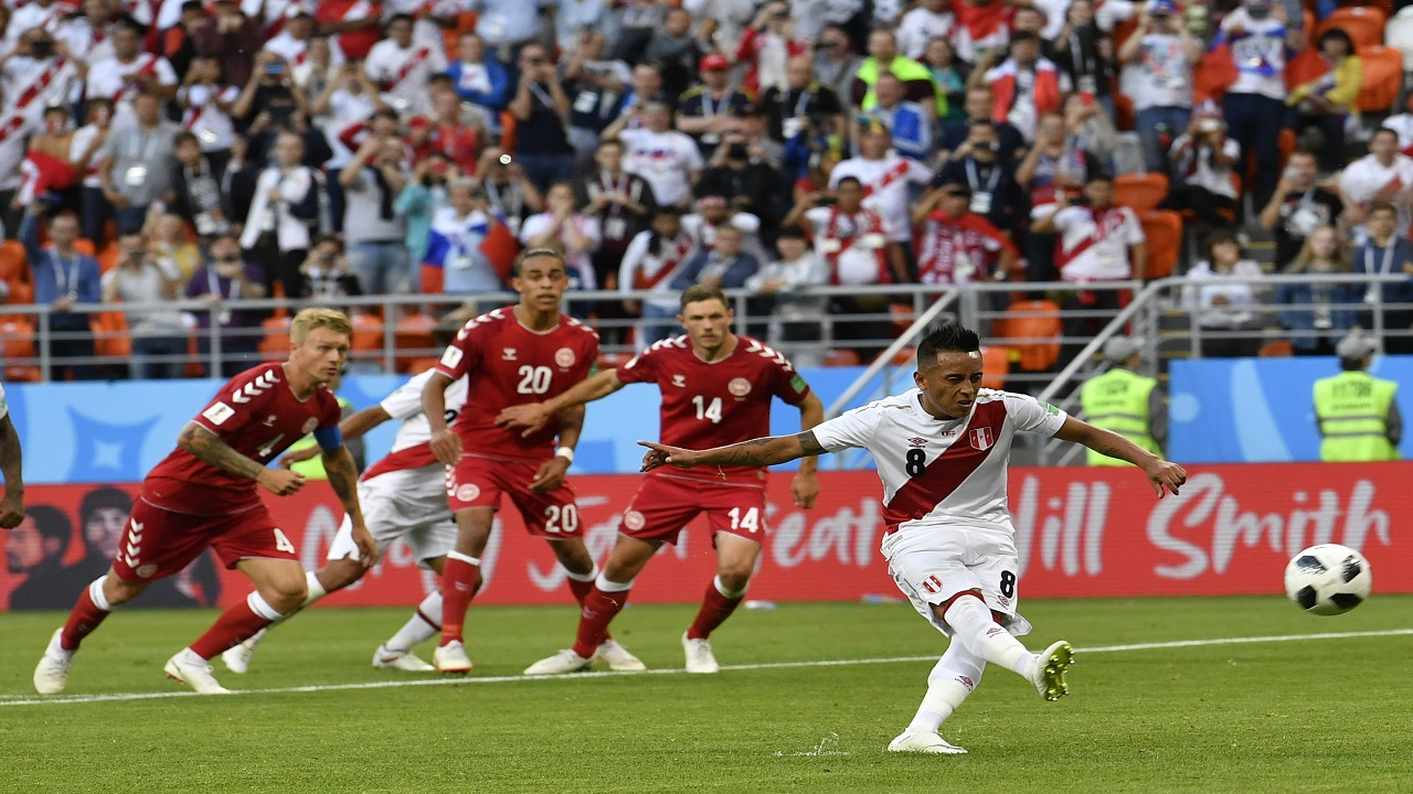 Peru's Christian Cueva, right, fails to score on a penalty kick during the group C match against Denmark at the 2018 football World Cup in the Mordovia Arena in Saransk, Russia, Saturday, June 16, 2018. (AP Photo/Martin Meissner)