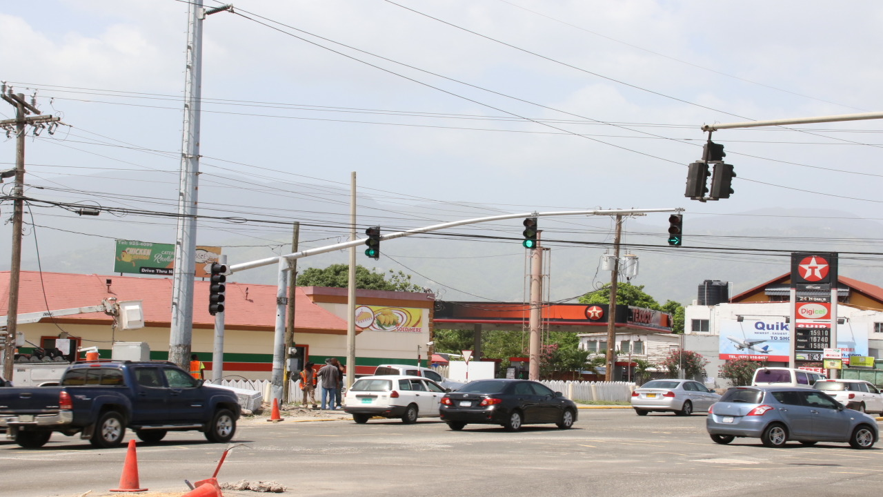 New traffic lights were installed at the intersection of Molynes Road and Washington Boulevard in St Andrew on Friday to facilitate a road widening project. (PHOTOS: Llewellyn Wynter)