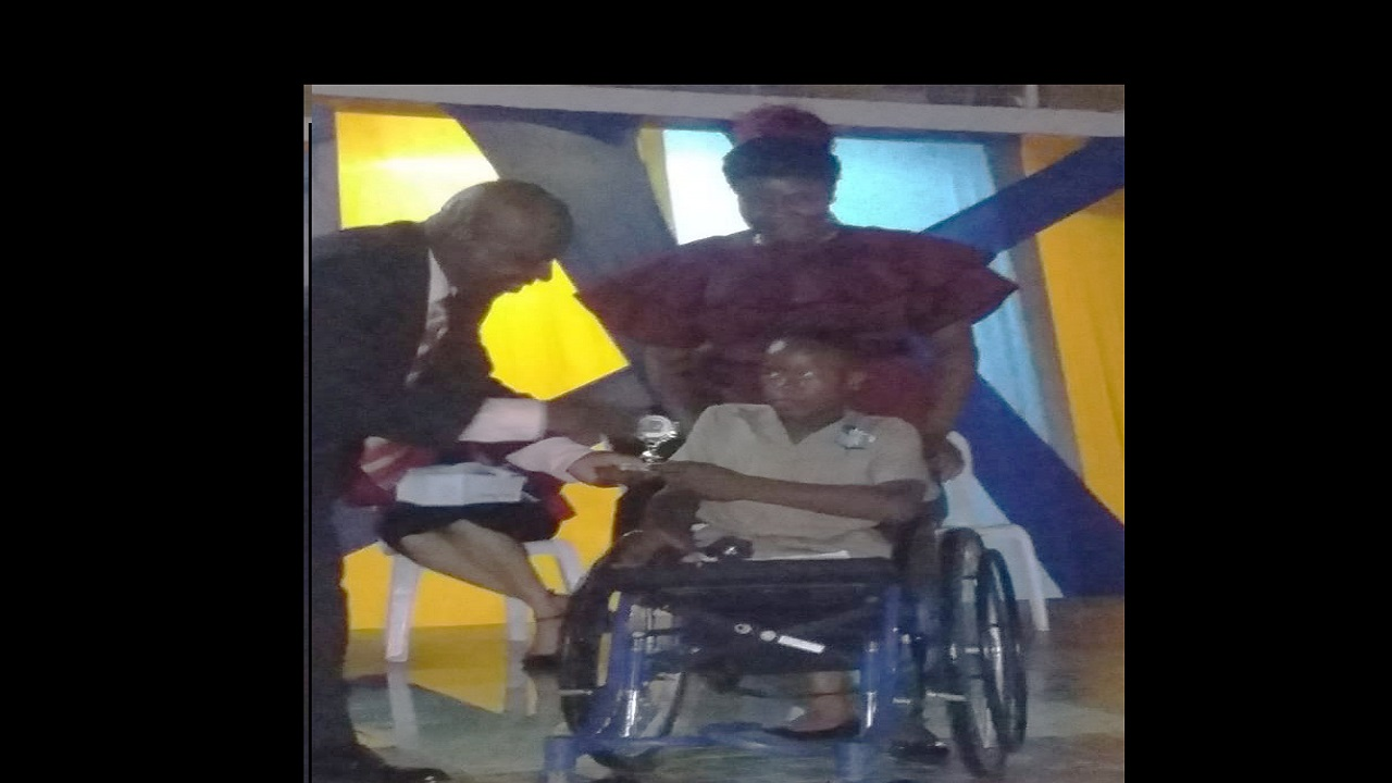 Despite his disability, Alex Fraser recorded GSAT scores of 92 for mathematics, 85 for science, 86 for social studies and 81 for English language, as well as 10 out of 12 for Communication Task.