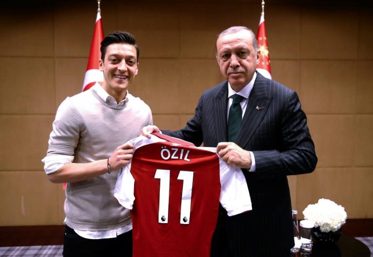 Mesut Özil battu avec l'Allemagne au Mondial en Russie, par la Corée du Sud, le 27 juin 2018 à Kazan