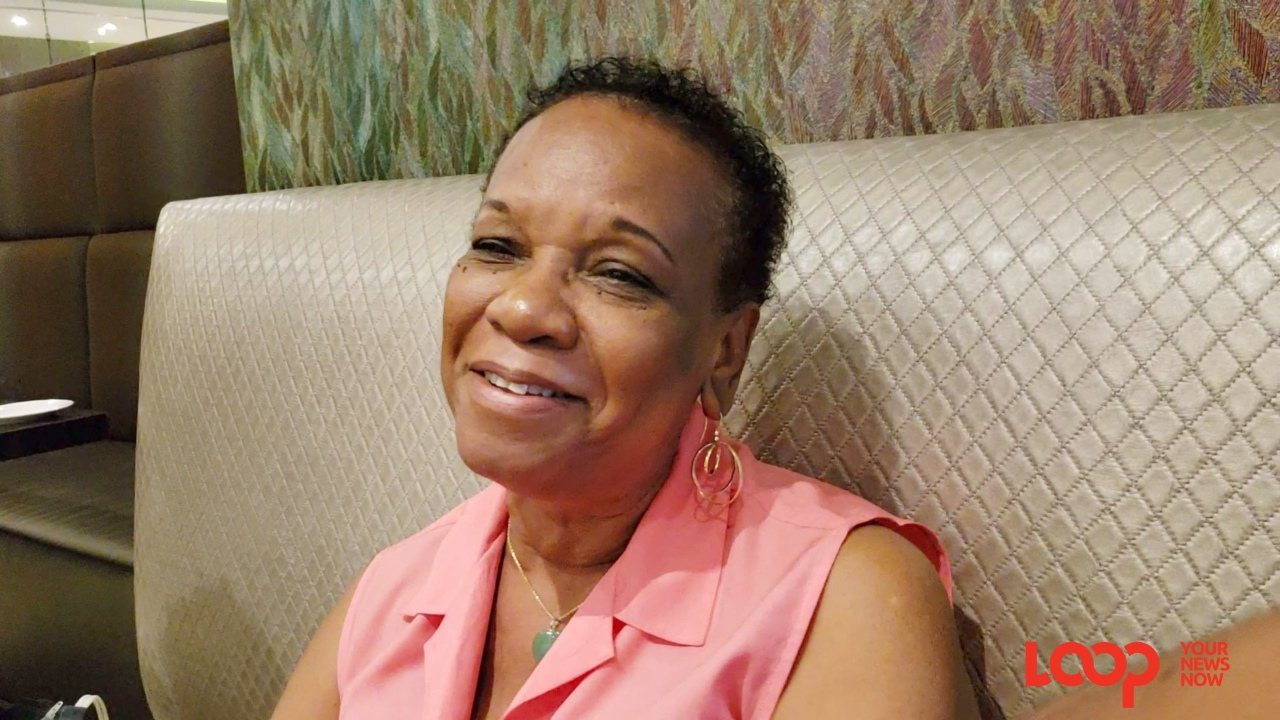 Marva Holford chatting with Barbadian journalists in Panama.
