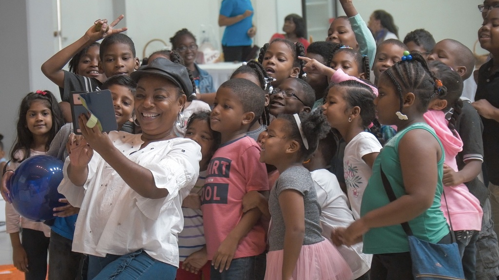Actress Penelope Spencer takes a selfie with the children.
