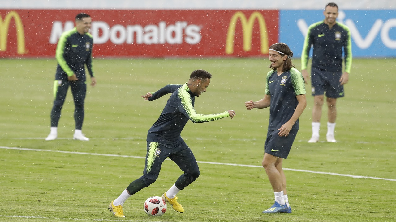 Brazil's Neymar, center left, and Filipe Luis practice with teammates during the official training session on the eve of the quarterfinal match against Belgium at the 2018 football World Cup in Tsentralny stadium in Kazan, Russia, Thursday, July 5, 2018. (AP Photo/Andre Penner).