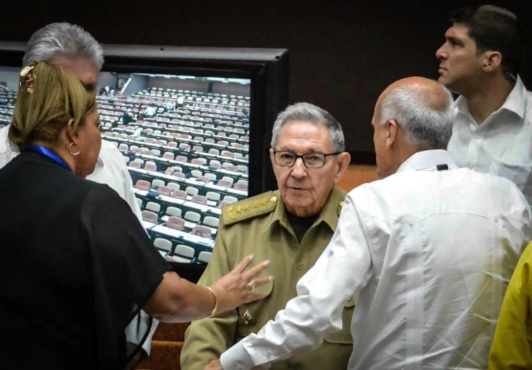 Le président cubain Miguel Díaz-Canel (c) à l'Assemblée nationale, le 21 juillet 2018 à La Havane
