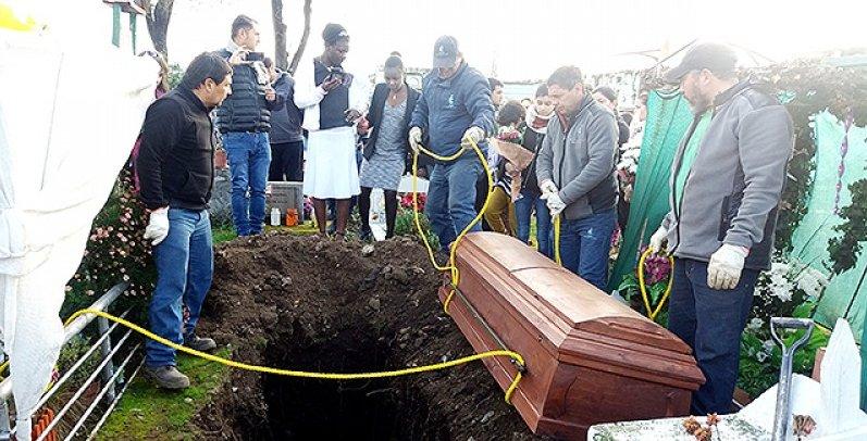 Un Haïtien enterré d'une manière très triste au Chili. Photo: Cooperativa