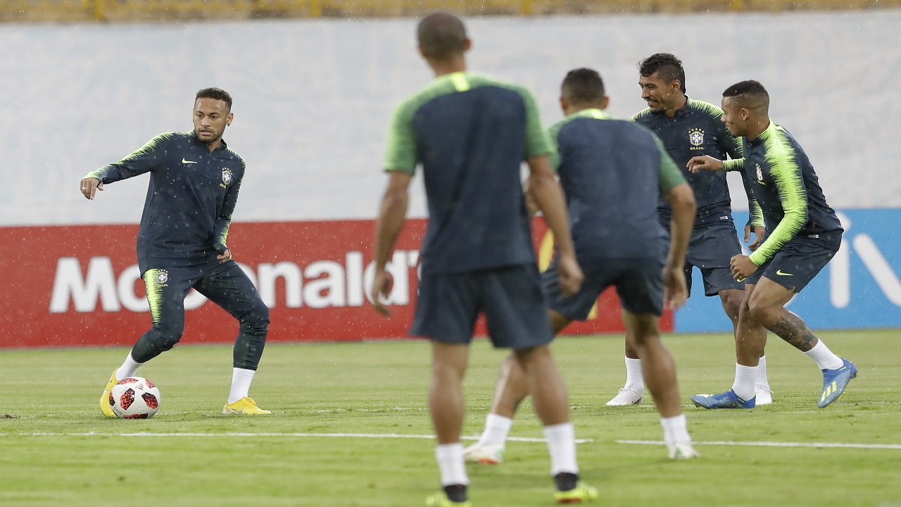 Brazil's Neymar, left, practices with teammates during a official training session on the eve of the quarterfinal match against Belgium at the 2018 football World Cup in Tsentralny stadium in Kazan, Russia, Thursday, July 5, 2018. (AP Photo/Andre Penner)