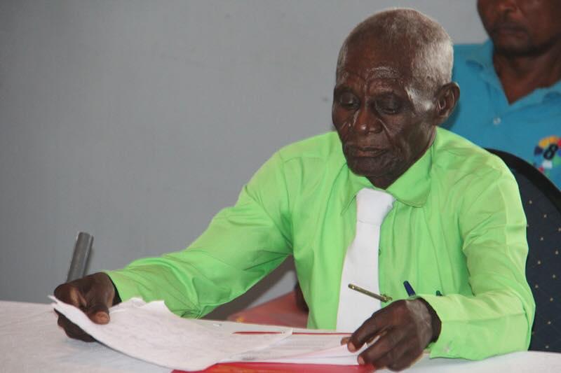 Le Ministère de l' Éducation et de la Formation Professionnelle (MENFP) a tenu à rendre un hommage -bien mérité- à Jeudy Jean Orel lors d'une cérémonie organisée dans les locaux du Bureau de l'inspection scolaire à Hinche. CP: MENFP/Facebook