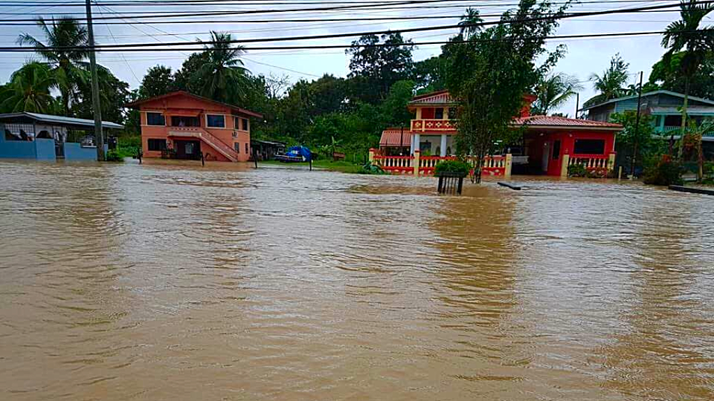 Photo of flash flooding in Barrackpore in December 2017, taken from Facebook.