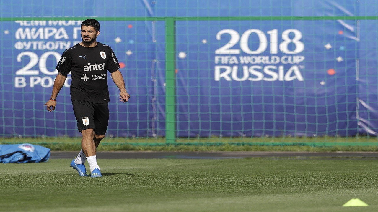 Uruguay's Luis Suarez arrives for a training session of Uruguay at the 2018 football World Cup in Nizhny Novgorod, Russia, Thursday, July 5, 2018. (AP Photo/Petr David Josek).