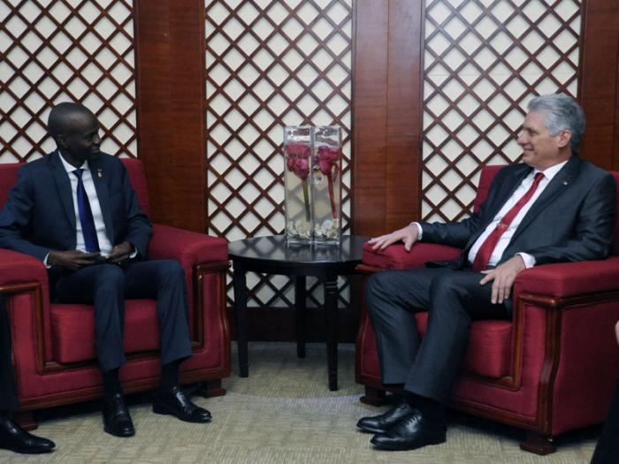 Caricom :Jovenel Moise rencontre son le président cubain à la Jamaïque. Photo: Ambassade de Cuba