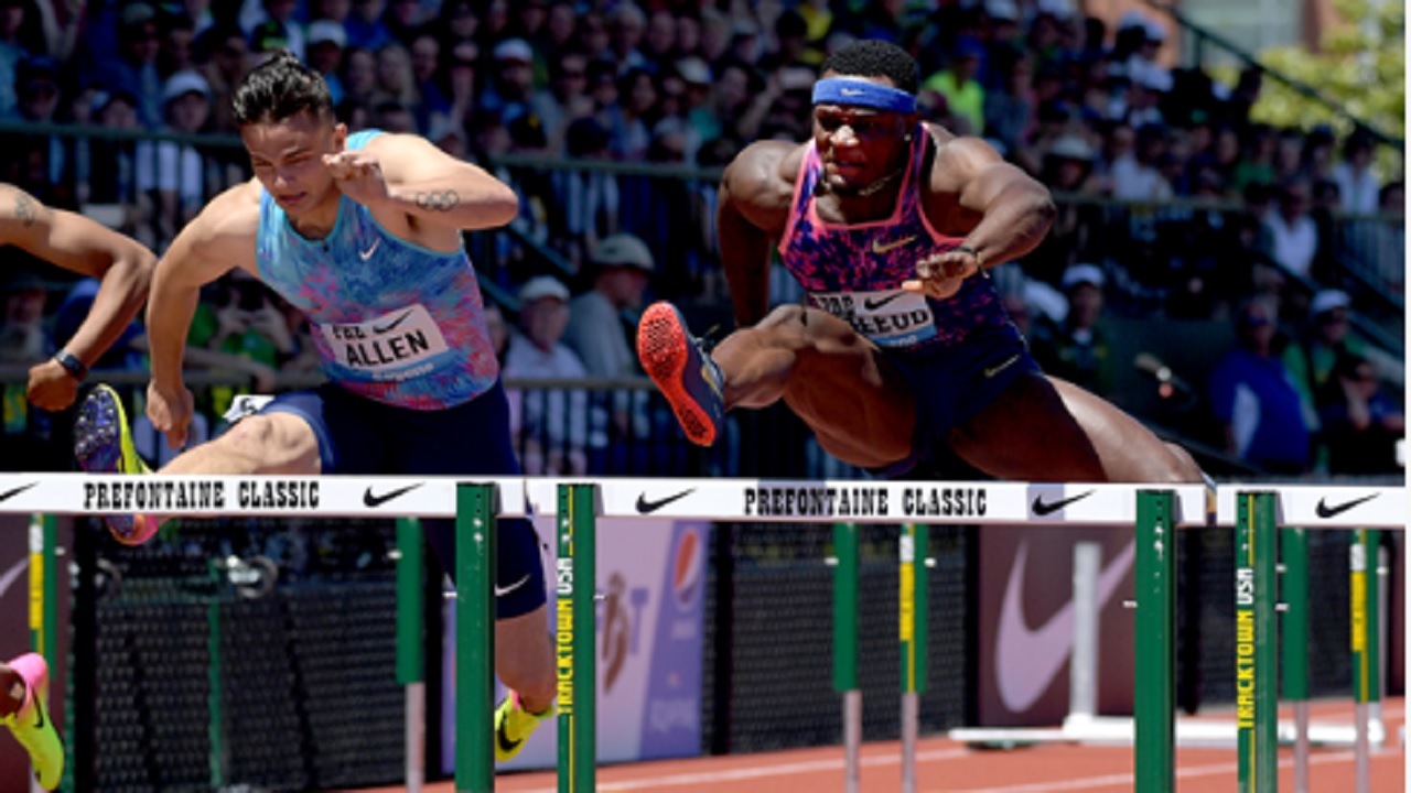 Omar McLeod (right) at the IAAF Diamond League meeting in Eugene last year.