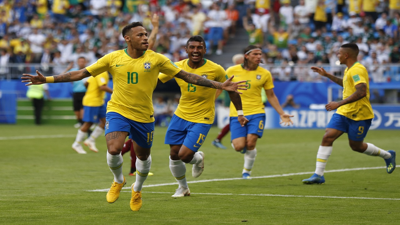 Brazil's Neymarr (left) celebrates after scoring his side's opening goal during the round of 16 match between Brazil and Mexico at the 2018 soccer World Cup in the Samara Arena, in Samara, Russia, Monday, July 2, 2018. (AP Photo/Frank Augstein)