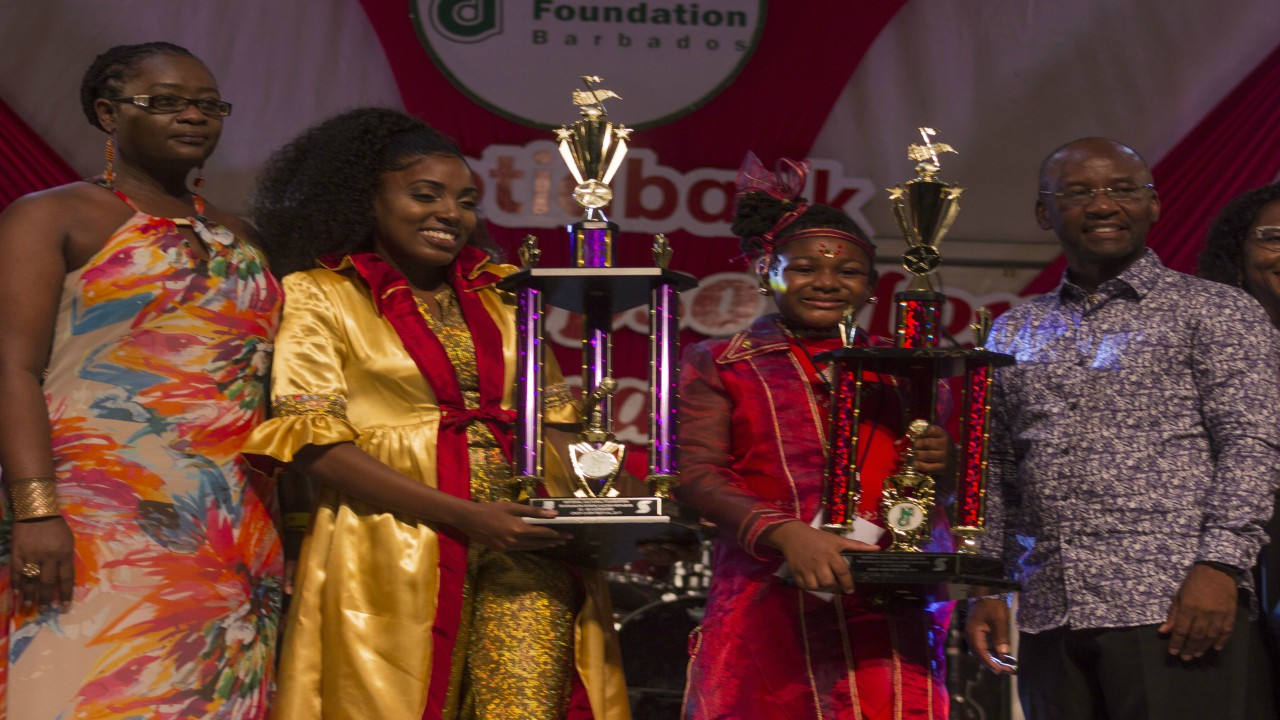 Sparkle T was crowned queen in the 13-18 category (second from left), Mhizz Kibabba was the winner in the 7-12 category (third from left) and Minister of Youth and Culture, Stephen Lashley (right). (PHOTO: Alimayu Young-Codrington)