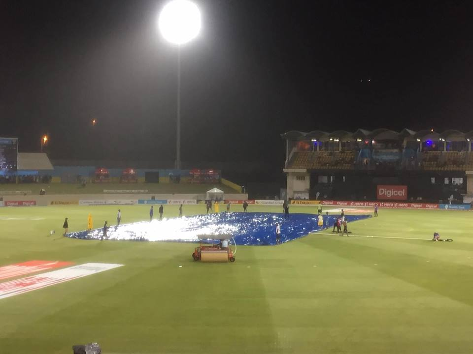 Darren Sammy (60 not out) and Kieron Pollard (83 not out) were the star performers in a rain-affected contest.