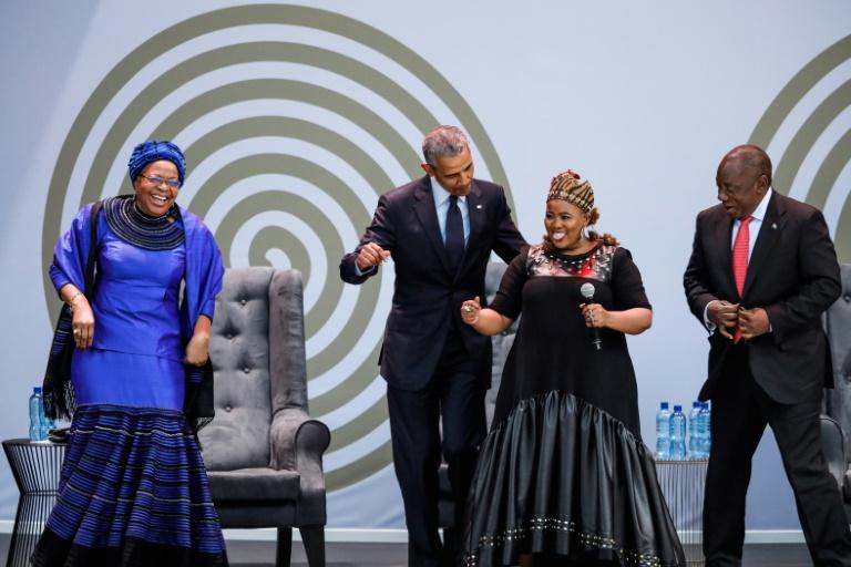 L'ancien président Barack Obama prononce un discours à l'occasion du 100e anniversaire de la naissance de Nelson Mandela le 17 juillet 2018