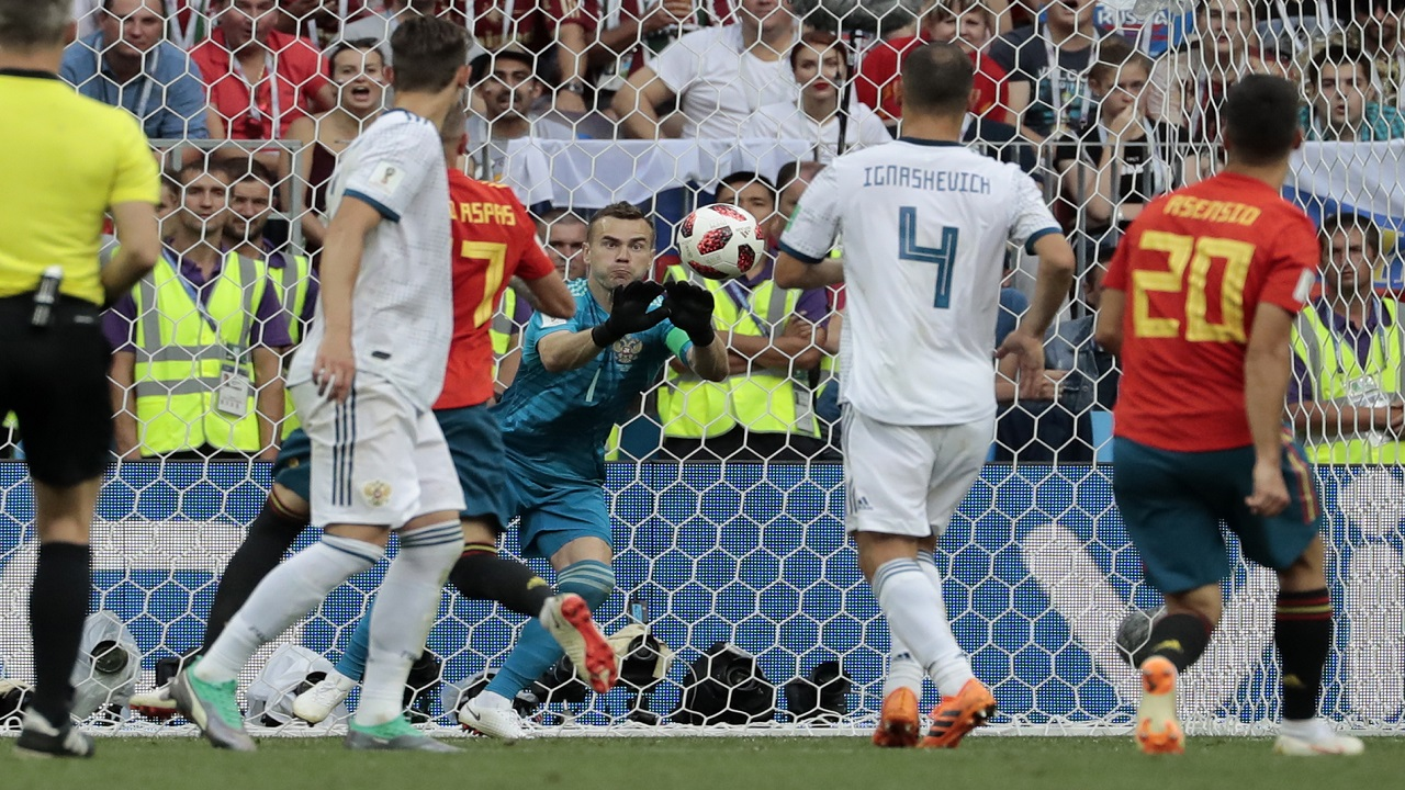 Russia goalkeeper Igor Akinfeev, center, makes a save during the round of 16 match between against Spain at the 2018 football World Cup at the Luzhniki Stadium in Moscow, Russia, Sunday, July 1, 2018. (AP Photo/Alexander Zemlianichenko).