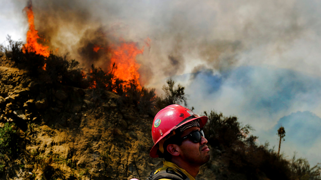 A firefighter watches as the Cranston fire grows to more 1,200 acres in the San Bernardino National Forest above Hemet, Calif., Wednesday, July 25, 2018. (Terry Pierson /The Orange County Register via AP)