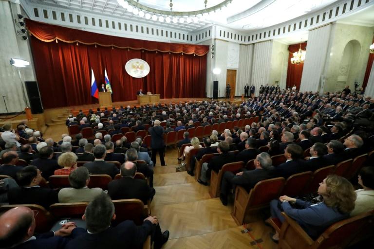 Le président russe Vladimir Poutine intervient devant les ambassadeurs de Russie réunis à Moscou, le 19 juillet 2018