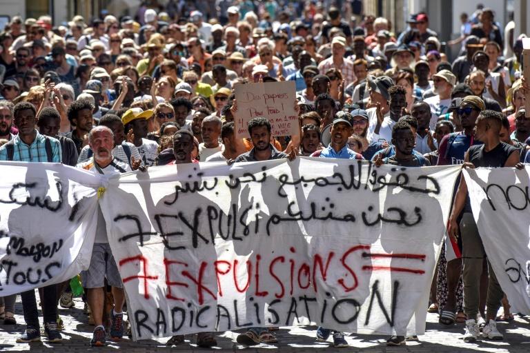 Manifestation le 4 août 2018 à Nantes en soutien aux migrants expulsés fin juillet d'un square du centre-ville, puis d'un ex-lycée où des associations leur venant en aide les avaient installés
