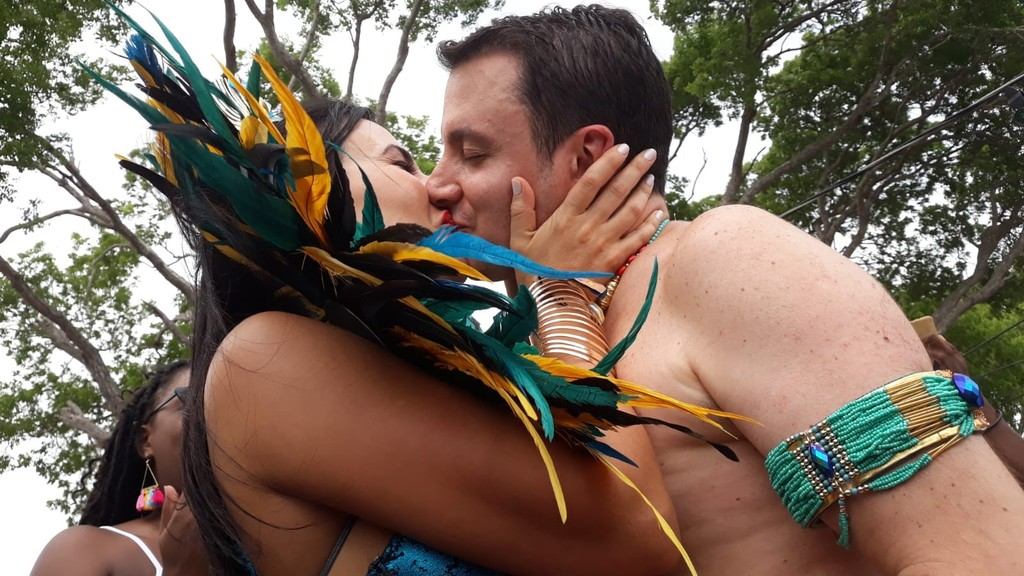 Alex Petalas proposed to his girlfriend Ingrid Robinson on the Aura Experience VIP truck on Barbados.