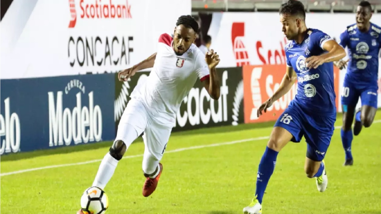 Action between Arabe Unido and Arnett Gardens in the first leg of the round of 16 of the Scotiabank Concacaf League at Estadio Rommel Fernandez in Panama on July 31, 2018. (PHOTO: Concacaf).