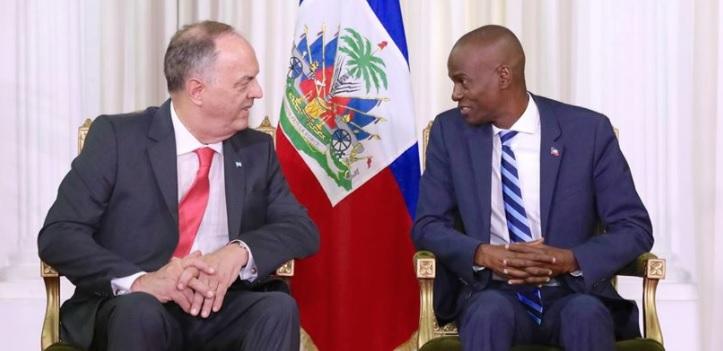 L'ambassadeur argentin Pedro Von Eyken et le président de la République d'Haiti Jovenel Moise