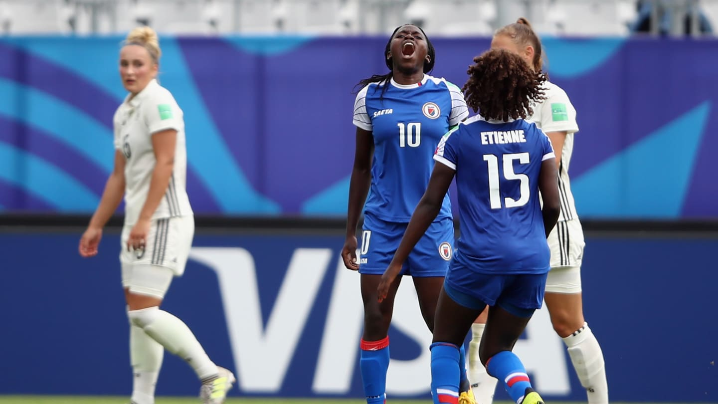 Nerilia Mondesir celebrant son second but !