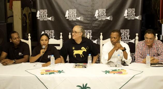 Le comité organisateur du festival composé de (gch à dte) l'opérateur culturel Allenby Augustin, de Gaëlle Delaquis, coordonatrice, de Richard Morse (producteur de Gedefest) et de deux autres membres dont Pierre Chauvet, président de l'Association Touristique à l'extrémité droite (d'Haiti./Photo: Le National