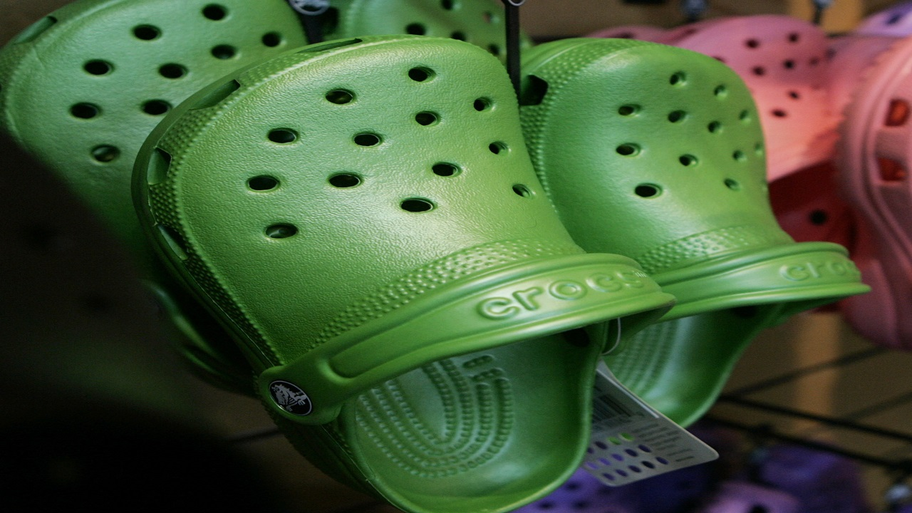 Crocs to outsource manufacturing of clogs, other footwear