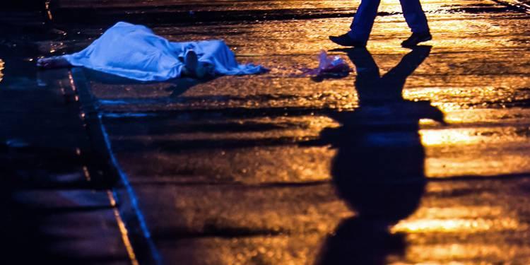 Cadavre d'une femme abattue près de sa maison à Culiacan, dans l'Etat mexicain de Sinaola, le 1er août 2018