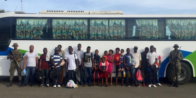 18 Haïtiens arrêtés par l'armée Dominicaine avec de faux documents. Photo: Listin Diario