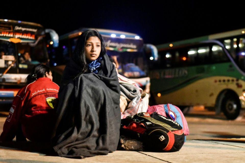 La migrante vénézuélienne Nacari, 16 ans, patiente à la frontière entre l'Equateur et le Pérou, à Huaquillas, le 25 août 2018