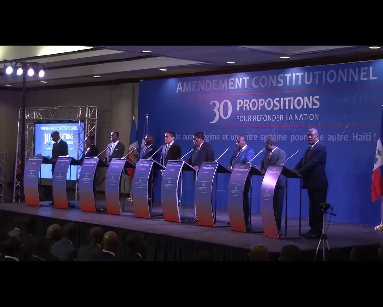 Les membres de la commission spéciale de la chambre des députés sur l'amendement de la constitution