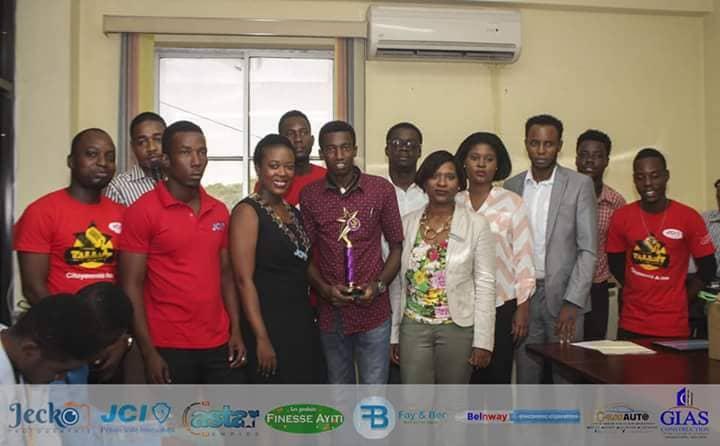 """La Jeune Chambre Internationale de Pétion-Ville (JCI Pétion-Ville/Innovation) s'est mise au diapason avec un concours de slam de grande envergure lors de """"la quinzaine de la citoyenneté active"""" de la JCI Haiti."""