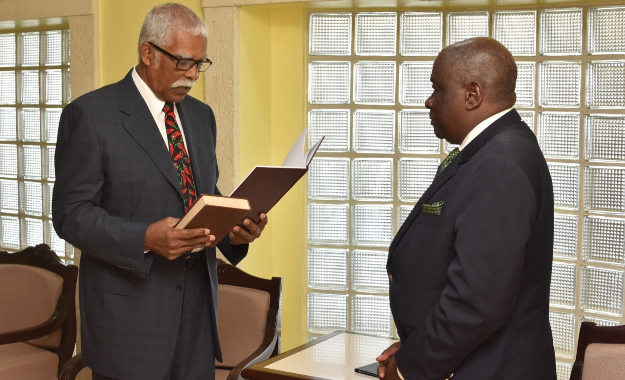 The Chief Justice swore in the Acting Governor General.