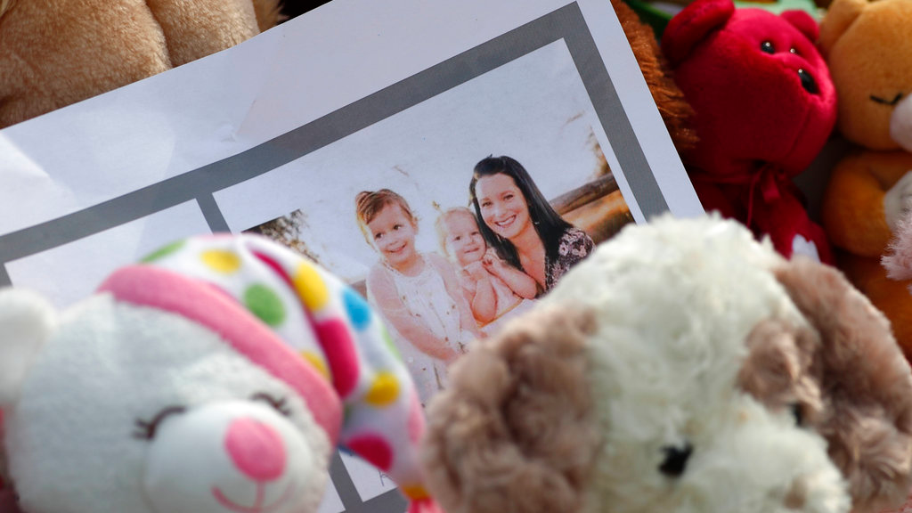 Pregnant Woman, 2 Young Daughters Vanish in Colorado